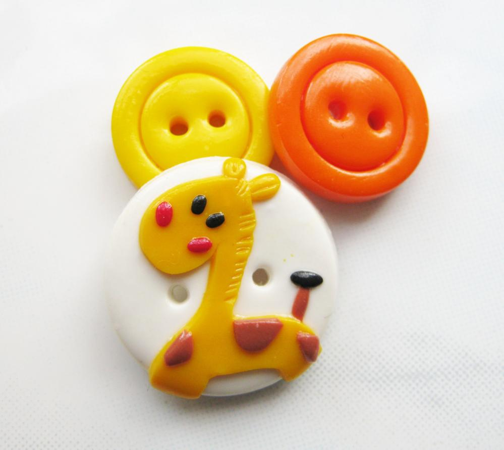 Little giraffe - set of 3 polymer clay buttons