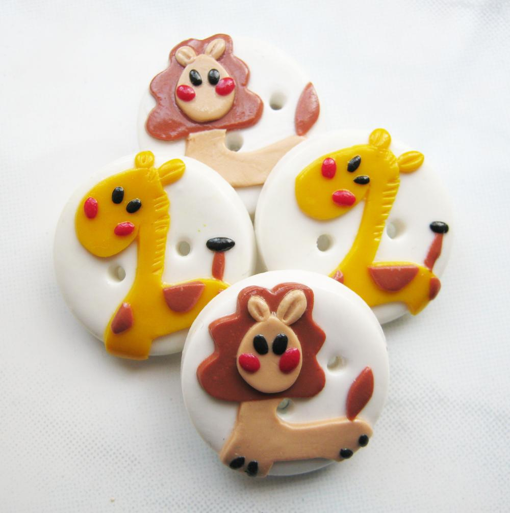 Giraffe and Lion - set of 4 polymer clay buttons